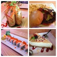 Photo prise au The Cowfish Sushi Burger Bar par Brenda B. le7/6/2013