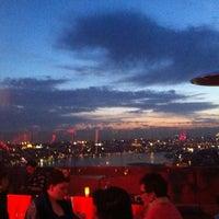 5/4/2013 tarihinde Oya T.ziyaretçi tarafından Balkon Bar'de çekilen fotoğraf