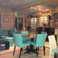 3/24/2013 tarihinde Jo T.ziyaretçi tarafından Bacchus Coffee & Wine Bar'de çekilen fotoğraf