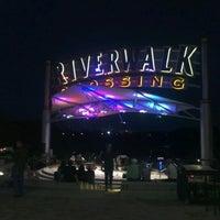 Foto tomada en RiverWalk Crossing por Gerardo C. el 9/23/2012