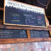 Das Foto wurde bei Societe Brewing Company von Angela R. am 4/5/2013 aufgenommen