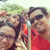 Foto diambil di Wahana Kora-Kora (Boat Ride) oleh Herlambang E. pada 3/28/2015