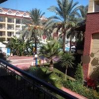 10/3/2012 tarihinde Константин М.ziyaretçi tarafından Crystal Aura Beach Resort Hotel&Spa'de çekilen fotoğraf