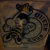 1/12/2013 tarihinde Rudy F.ziyaretçi tarafından Queen Bee's Art & Cultural Center'de çekilen fotoğraf