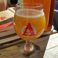 Foto tirada no(a) Axelrad Beer Garden por Alex C. em 4/30/2017