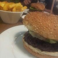Photo prise au Gourmet Burger Kitchen (Trafford Centre) par AbuSulaiman .. le5/3/2013