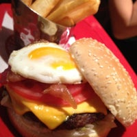 Photo taken at Red Robin Gourmet Burgers by Daryl D. on 8/4/2013