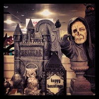 Photo taken at HomeGoods by 🙈🙉🙊Michelle C. on 8/31/2013
