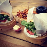 Photo prise au Shiso Burger par Valerie N. le7/20/2013