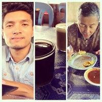 Photo taken at Warung Razak by Mohd Nasrin J. on 1/10/2015