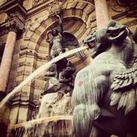 Photo prise au Place Saint-Michel par Nikita R. le12/10/2012