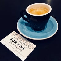 Foto tirada no(a) For Five Coffee Shop por Olga K. em 5/2/2018
