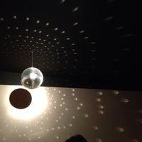Das Foto wurde bei Die Bar von bastiankbx am 4/12/2014 aufgenommen