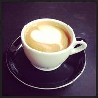 Снимок сделан в Irving Farm Coffee Roasters пользователем Sandra K. 10/23/2013