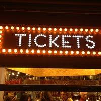 Foto tomada en Tickets por Stefan M. el 2/19/2013