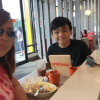 Photo taken at Jollibee Common Wealth by Jackie B. on 9/26/2015