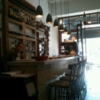 Das Foto wurde bei Suculent von Lydia am 10/6/2012 aufgenommen