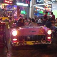รูปภาพถ่ายที่ Big Yellow Taxi Benzin โดย Deniz T. เมื่อ 4/30/2013