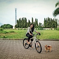 Photo taken at Jogging Track Batununggal Indah by Elizabeth K. on 7/16/2013