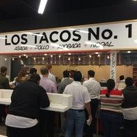 Снимок сделан в Los Tacos No. 1 пользователем Oliver D. 10/4/2017