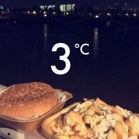 Foto scattata a Chelsea Bridge Burger da عين 👁 il 11/6/2017