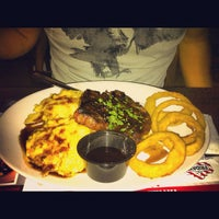 Photo taken at TGI Fridays by 🍀Nikko D. on 9/23/2012
