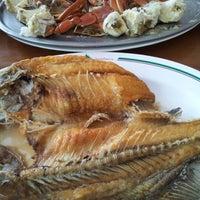Photo taken at แดงอาหารทะเล by Jah_ S. on 11/24/2012