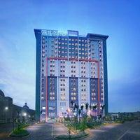 Foto diambil di Ara Hotel Gading Serpong oleh Parador Hotels & Resorts pada 3/7/2016