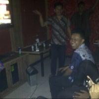 Photo taken at Mr. Locus Karaoke by Ridlan A. on 10/2/2013
