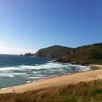 Photo taken at Praia Mar de fóra by Natalia N. on 8/2/2013