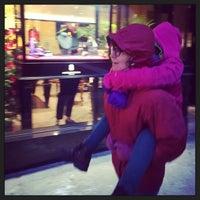 รูปภาพถ่ายที่ Dolce&Gabbana โดย Jon F. เมื่อ 1/2/2014