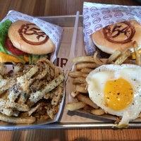 Foto tomada en Burger 54 por Carolina H. el 9/11/2014