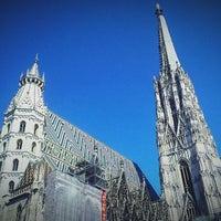 Снимок сделан в Stephansplatz пользователем Benjamin T. 5/18/2013