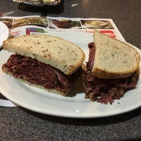 4/19/2017에 Nicole S.님이 Ben's Kosher Delicatessen에서 찍은 사진