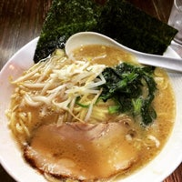 Photo taken at ラーメン本舗。 by Hideo K. on 12/31/2014