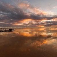 Foto tirada no(a) Praia de Carcavelos por Luis F. em 7/1/2013