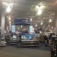 Photo taken at Best Buy by Wendi L. on 3/17/2013