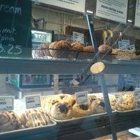 2/27/2013 tarihinde Shereen R.ziyaretçi tarafından Grand Central Baking Company'de çekilen fotoğraf
