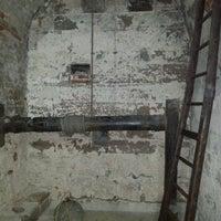 Das Foto wurde bei Mittelalterliche Lochgefängnisse von Ya am 9/20/2013 aufgenommen