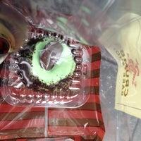 Das Foto wurde bei Crumbs Bake Shop von Kristen F. am 1/31/2014 aufgenommen