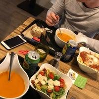 Photo taken at Verde Foodbar by Lynne J. on 3/8/2018