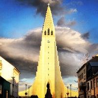Photo taken at Church of Hallgrímur by Íñigo A. on 5/14/2013