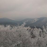 1/12/2013 tarihinde Zsuzsi K.ziyaretçi tarafından Dobogókő Kilátó'de çekilen fotoğraf