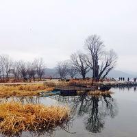 Photo taken at 두물머리 나룻터 옛터 by SH P. on 11/29/2014