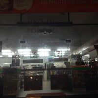 Photo taken at 7 Eleven Tanamera by deebsy d. on 1/12/2016