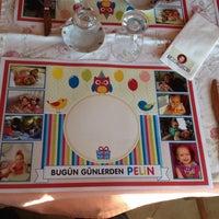 Das Foto wurde bei Köyüm Bahçe Restaurant von Aylin B. am 10/5/2013 aufgenommen