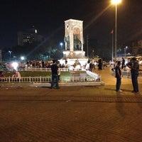 8/15/2013 tarihinde Ahmed C.ziyaretçi tarafından Taksim Meydanı'de çekilen fotoğraf