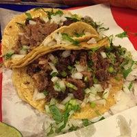 Foto tirada no(a) Tacos Charly por Ruth E. em 11/8/2015