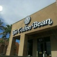Photo taken at The Coffee Bean & Tea Leaf by Samira T. on 5/28/2014