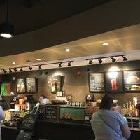 Foto tirada no(a) Starbucks por DKPittsburghSports.com em 7/27/2016